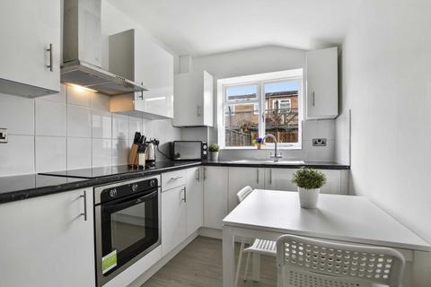 1 bedroom in a house share to rent - Stanley Grove, Battersea, SW8