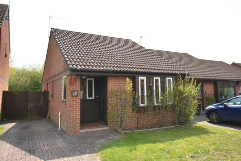 2 bedroom detached house for sale - Rollesby Way London SE28