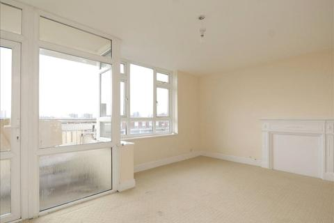 3 bedroom flat to rent - James House, Solebay Street, London, E1