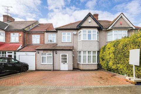 4 bedroom semi-detached house for sale - Rivington Avenue, Woodford Green, IG8