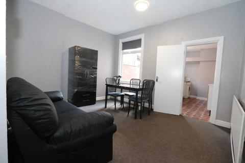 3 bedroom house share to rent - Gaul Street - 3 bedroom student home fully furnished, WIFI & bills included - NO FEES