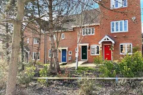 2 bedroom semi-detached house to rent - Wintney Street, Elvetham Heath, Fleet