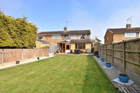 4 bedroom semi-detached house for sale - Wakering Road, Shoeburyness, Essex, SS3