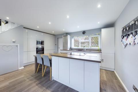 3 bedroom terraced house for sale - Honeysuckle Walk, Horsham