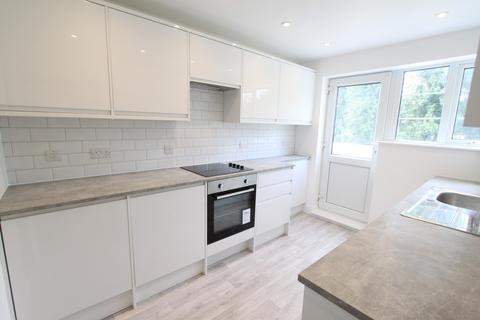 2 bedroom flat for sale - Amblecote Road, Grove Park
