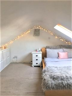 4 bedroom house share to rent - Disralea road, Putney, London, SW15 5DX