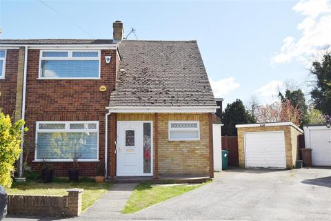 3 bedroom semi-detached house for sale - Deridene Close Stanwell, Staines-Upon-Thames, Stanwell