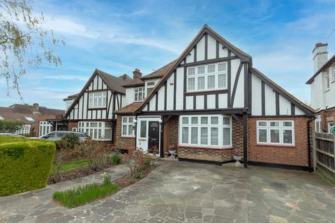4 bedroom detached house for sale - Park Grove, Edgware, HA8