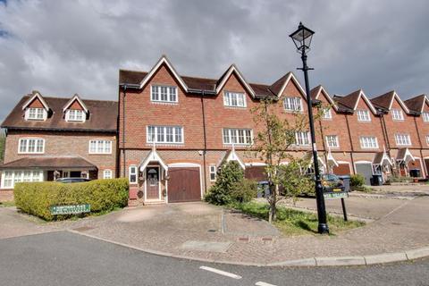3 bedroom terraced house for sale - Lower Village, Haywards Heath, West Sussex
