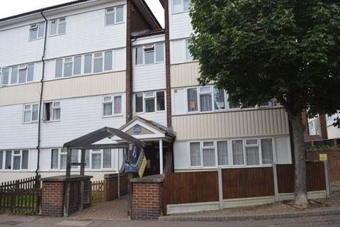 2 bedroom apartment for sale - Caister Drive, Basildon