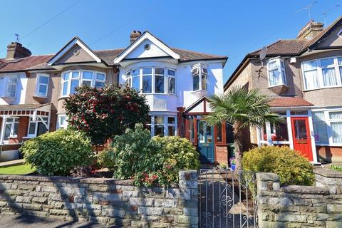 3 bedroom end of terrace house for sale - Mawney Road, Romford, RM7