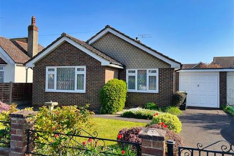 2 bedroom detached bungalow for sale - The Plantation, Worthing, West Sussex, BN13 2AQ