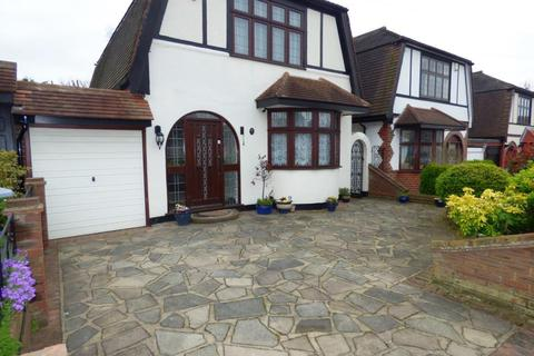 3 bedroom detached house to rent - 15 Hall Park Road Upminster Essex