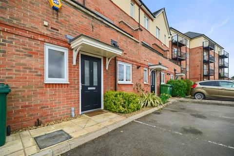 4 bedroom townhouse for sale - Longford Way, Staines-Upon-Thames