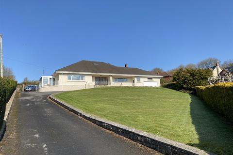 3 bedroom detached bungalow for sale - Ferry Road, Kidwelly