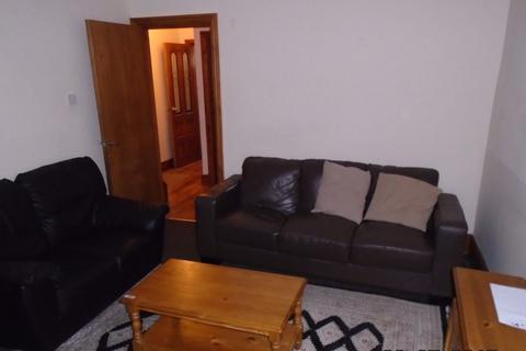 6 bedroom house to rent - 113 Hubert Road, B29