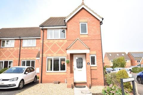 3 bedroom end of terrace house for sale - Helmsley Court, Peterborough