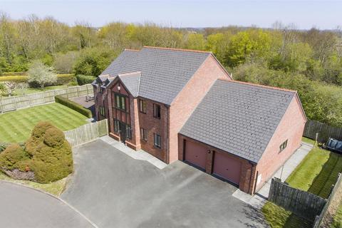 4 bedroom detached house for sale - Longueville Drive, Oswestry