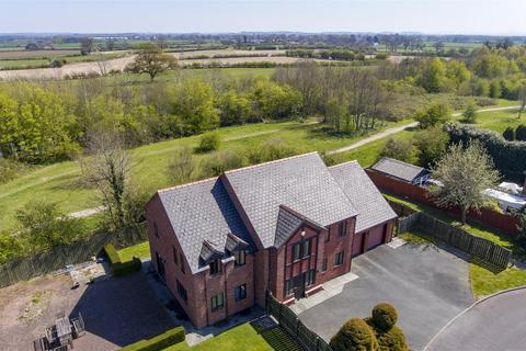 4 bedroom detached house for sale - Longueville Drive, Oswestry