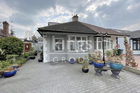 4 bedroom semi-detached bungalow for sale - Sinclair Road, London