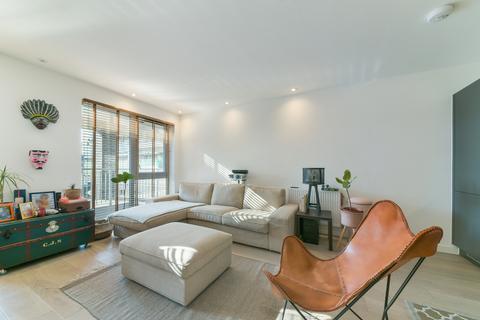 2 bedroom apartment to rent - Constance Court, SW11