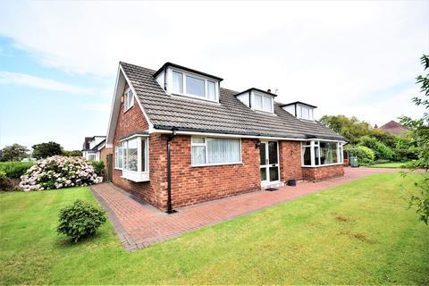 3 bedroom detached bungalow to rent - Clarendon Road North, Lytham St Annes, FY8