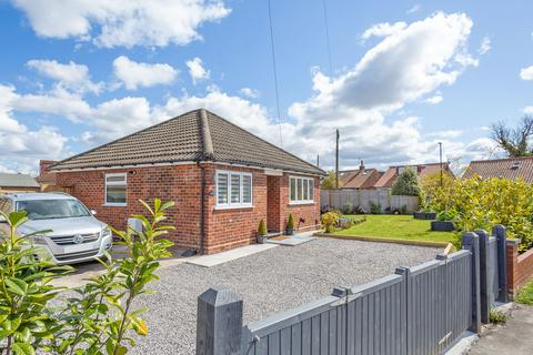 2 bedroom detached bungalow for sale - Whitby Avenue, York, YO31