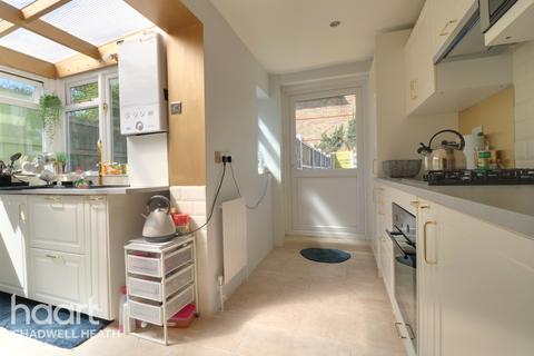 2 bedroom maisonette for sale - Whalebone Grove, Romford