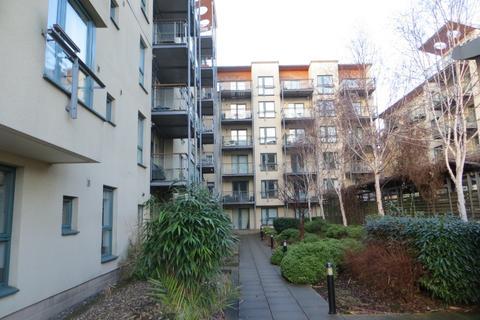 3 bedroom flat to rent - The Park, Holyrood, Edinburgh, EH8