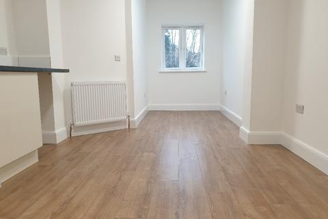 Flat to rent - 82, Chichester Road, Edmonton N9