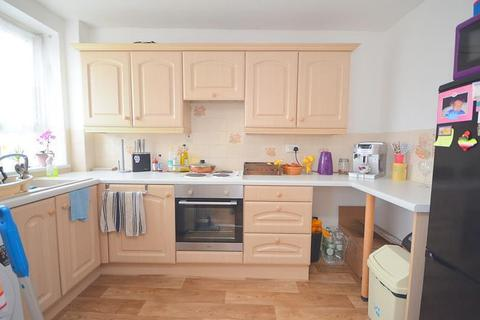 2 bedroom flat to rent - Paul Court, London Road, Romford, RM7