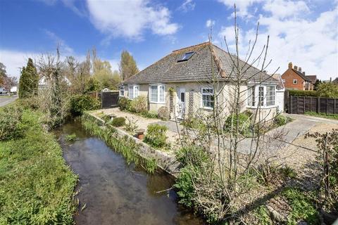 3 bedroom detached bungalow for sale - Critchfield Road, Bosham, Chichester, West Sussex