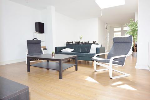 3 bedroom apartment to rent - Commercial Road, Aldgate East, London E1