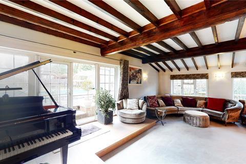 5 bedroom bungalow for sale - Castlehill, Fawkham, Kent, DA3