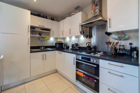 2 bedroom flat to rent - Otter Way, West Drayton, UB7