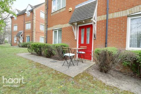 2 bedroom apartment for sale - Campion Close, Romford