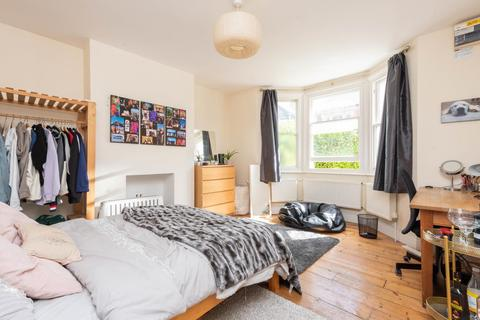 4 bedroom semi-detached house to rent - Bartlemas Road, Oxford OX4 1XU