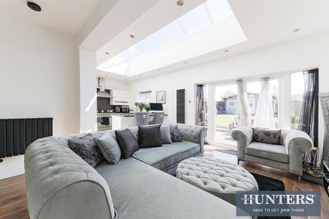 5 bedroom semi-detached house for sale - Derek Avenue, KT19