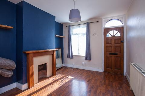 2 bedroom semi-detached house to rent - Cherry Orchard Road, Croydon, CR0