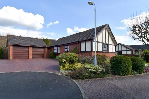 4 bedroom bungalow for sale - Woodgreen Close, Callow Hill, Redditch, B97