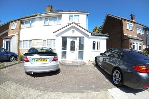 Studio to rent - Davies Close, Rainham RM13