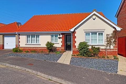 2 bedroom detached bungalow for sale - Broad Fleet Close, Lowestoft