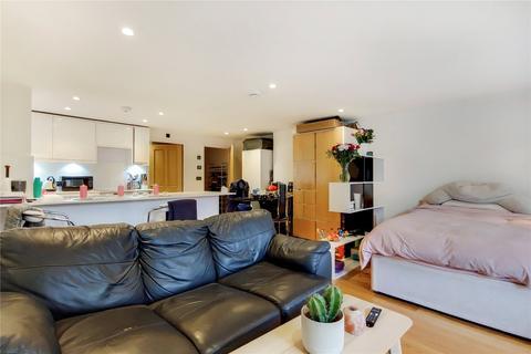 Studio to rent - St. John's Hill, London