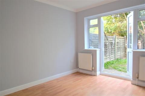3 bedroom terraced house to rent - Rucklidge Avenue, London