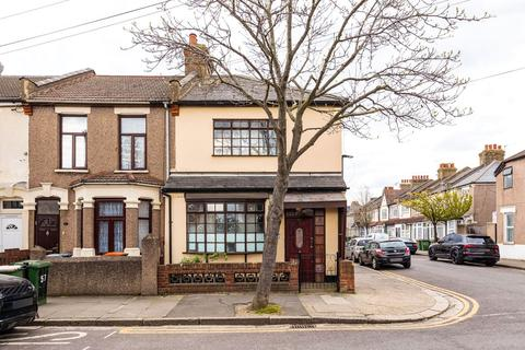 3 bedroom end of terrace house for sale - Hilda Road, London, E16