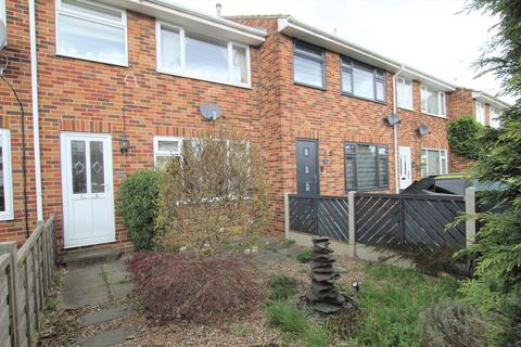 3 bedroom townhouse for sale - Elmwood Close, Walton