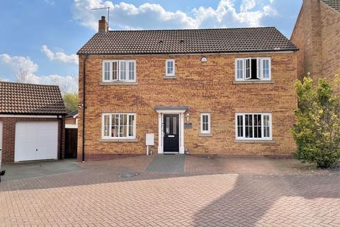 4 bedroom detached house for sale - Howards Way, Northampton
