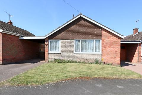 2 bedroom bungalow for sale - Essex Drive, Stone