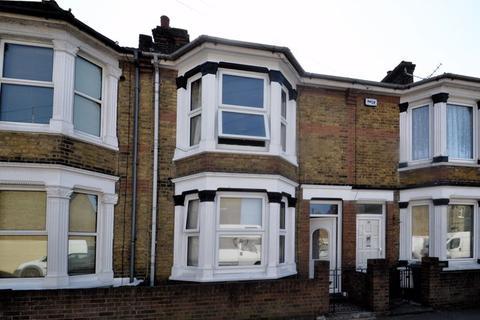 3 bedroom terraced house for sale - Winstanley Road, Sheerness