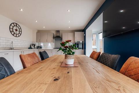 4 bedroom detached house for sale - Broadstone Drive, Hampton Water, PE7 8QR